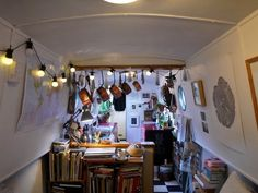 Your Home is Lovely: interiors on a budget: Real homes: a central London houseboat, frugally styled Houseboat Decor, Houseboat Living, Narrowboat Interiors, Narrowboat Kitchen, Essential Oils For Massage, Living On A Boat, Small Living, Canal Boat, Canal Barge