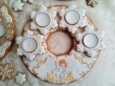 Gingerbread Advent wreath by CookieArt Svetlana – Advent Wreath İdeas. Advent Wreath, Edible Art, Royal Icing, Cookie Decorating, Gingerbread, Wreaths, Cookies, Crack Crackers, Door Wreaths