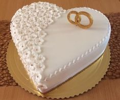 Hochzeit - Svadobné torty - M&M - country chocolat mariage cake cake country cake recipes cake simple cake vintage Heart Wedding Cakes, Beautiful Wedding Cakes, Gorgeous Cakes, Cake Wedding, Wedding Flowers, Bling Wedding, Engagement Cake Design, Engagement Cakes, Happy Anniversary Cakes