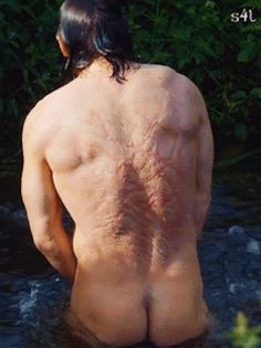 3. A wet and naked Jamie. Thanks to Outlander Clan.