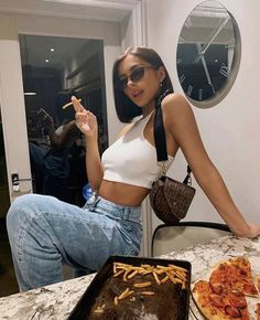 Aesthetic Fashion, Aesthetic Clothes, Aesthetic Style, Love Jeans, Jolie Photo, Street Style Looks, Fashion Outfits, Womens Fashion, Streetwear Fashion