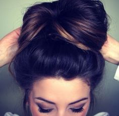 I love this simple updo! ITs not just an errand or workout hairstyle, but with the right outfit..vavoom!
