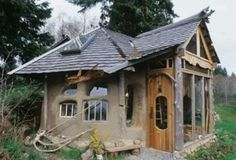Another cute cob house | Tiny house ideas | Pinterest