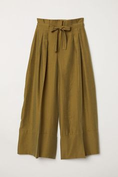 Wide, high-waisted trousers woven in a Tencel® lyocell blend with a tie belt, zip fly and concealed button. Pleats at the top, concealed pockets Square Pants Outfit Casual, Jeans Outfit Summer, Casual Outfits, Stylish Dress Designs, Stylish Dresses, Fashion Pants, Fashion Dresses, Western Dresses For Women, Iranian Women Fashion