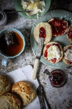 Traditional Devonshire cream tea with scones, strawberry jam and clotted cream. Afternoon Tea Party Food, Afternoon Tea Scones, English Afternoon Tea, Cream Tea, Clotted Cream, Love Food, A Food, Food And Drink, Articles En Anglais