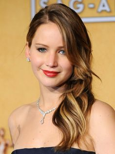 How-to: Jennifer Lawrence's side-swept waves at the SAG Awards http://beautyeditor.ca/2013/01/28/how-to-jennifer-lawrences-side-swept-waves-at-the-sag-awards/