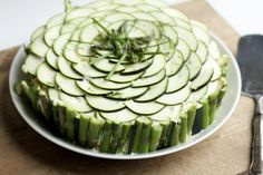 kasvis-voileipäkakku Sandwich Cake, Sandwiches, Food Articles, Cucumber, Zucchini, Appetizers, Gluten Free, Restaurant, Sin Gluten