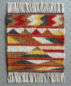 Helen Smith, Weaving Tapestry on Little Looms online class with Rebecca Mezoff Navajo Weaving, Weaving Art, Tapestry Weaving, Loom Weaving, Hand Weaving, Weaving Designs, Weaving Projects, Weaving Patterns, Small Tapestry