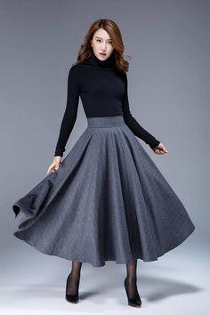jupe gris foncé jupe en laine jupe rayée jupe swing jupe Modest Outfits, Skirt Outfits, Modest Fashion, Skirt Fashion, Dress Skirt, Jupe Swing, Umbrella Skirt, Denim Shirt Style, Love Clothing