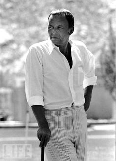 Frank Sinatra attends Third Annual Chuck Connors Charity Invitational Golf Tournament on April 19 1969 at the Palm Springs Golf Course in Palm Springs California. Fashion Mode, Golf Fashion, Fashion 2018, Franck Sinatra, Vintage Golf, Dean Martin, Play Golf, Mens Golf, Golf Outfit