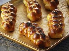 PANES  trenzados  -Chff. Anna Olson- Prog. El gourmet  http://elgourmet.com/receta/panes-trenzados
