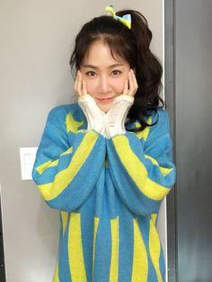 Soyou Sistar Kpop, Sistar Soyou, Girlfriends, Asian, Hoodies, Sweaters, Instagram, Queens, Sweater