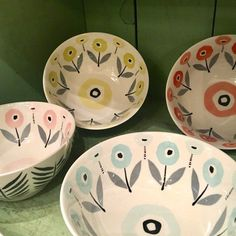 ceramic bowls Set of 4 cereal-sized ceramic bowls. Black and white leaf pattern exterior. One each of black and orange, pink, pale blue, and yellow. Slab Pottery, Pottery Plates, Ceramic Pottery, Pottery Art, Pottery Studio, Pottery Painting Designs, Pottery Designs, Ceramic Painting, Ceramic Art