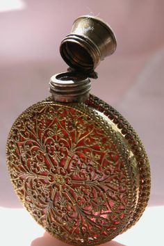 e07fe536071cfea5e5a7392b33ea24c0--antique-perfume-bottles-glass-perfume-bottles.jpg 682×1,024 pixels