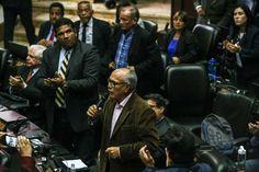 """<p>La Asamblea Nacional de Venezuela (AN, Parlamento), controlada por la oposición, aprobó hoy un acuerdo sobre la """"inconstitucionalidad y nulidad"""" del decreto del presidente Nicolás Maduro con el que convocó a una Asamblea Nacional Constituyente.</p>"""