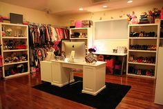 Totally jelly, I would so love this closet.