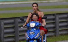 Spettacoli: #Belen #Rodriguez e il figlio Santiago in motorino senza casco: polemiche (Foto) (link: http://ift.tt/2jQOeXl )