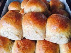 Pancitos de leche 100% integrales | RecetasArgentinas.net Bread Machine Recipes, Bread Recipes, Cooking Recipes, Bien Tasty, Kfc Chicken Recipe, Pan Relleno, Venezuelan Food, Gourmet Sandwiches, Salty Foods
