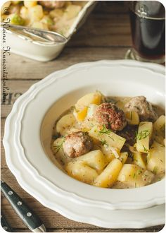 Schmorgurken-Kartoffelragout mit Bratwurstbällchen