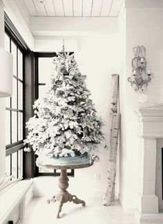 Check Out 25 White And Silver Christmas Tree Decorations Ideas. Silver and white colors are the best ones to remind of icy winter days. They are amazing for décor – white snowflakes, silver garlands and, of course, white Christmas tree decorations! Small White Christmas Tree, White Christmas Tree Decorations, Simple Christmas, Beautiful Christmas, Christmas Themes, Elegant Christmas, Christmas Tree On Table, Natural Christmas, Christmas Centerpieces