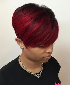 How to style the Pixie cut? Despite what we think of short cuts , it is possible to play with his hair and to style his Pixie cut as he pleases. Short Hair Styles For Round Faces, Short Hair With Layers, Long Layered Hair, Long Hair Styles, Pixie Cut Round Face, Pixie Hairstyles, Pixie Haircut, Black Women Hairstyles, Weave Hairstyles