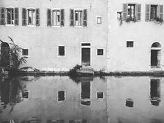 ...a boat taxi ride?  . #annecy #france #igersfrance  #venice #boat #reflection #littletown #francjaelegancja