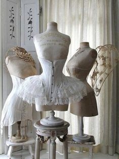 Shabby Chic corsets and antique mannequins Lingerie Vintage, Corset Vintage, Vintage Mannequin, Dress Form Mannequin, Victorian Corset, Victorian Era, Clothes Mannequin, Mannequin Display, Vintage Underwear