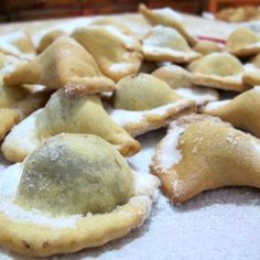 Cagionetti: Abruzzo christmas biscuits stuffed with nuts, honey, cocoa, spices and mashed chickpeas.