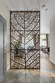 Claustra: the deco solution to delimit the space with lightness Wood Partition, Room Partition Designs, Home Decor Furniture, Furniture Design, Interior Design Living Room, Interior Decorating, Deco Restaurant, Decorative Panels, Suites