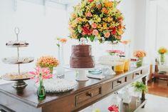 Mesa de bolo de casamento vintage