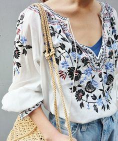 IENA(イエナ)の「エンブロイダリー刺繍ブラウス◆(シャツ・ブラウス)」です。このアイテム着用のコーディネートをチェックすることもできます。