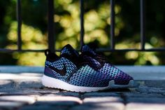 """Picture of Nike Flyknit Roshe Run """"Neo Turquoise"""""""