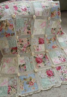 Crochet and fabric quilt - Tutorial and pattern ༺✿ƬⱤღ http://www.pinterest.com/teretegui/✿༻