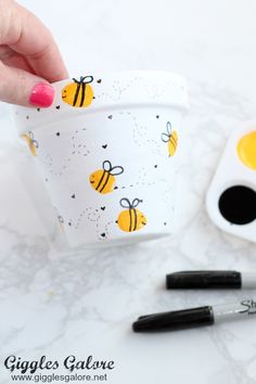 Celebrate the special teachers in your life with an adorable DIY Bee Fingerprint. - Celebrate the special teachers in your life with an adorable DIY Bee Fingerprint Teacher Appreciatio - Flower Pot Crafts, Clay Pot Crafts, Bee Crafts, Painted Plant Pots, Painted Flower Pots, Decorated Flower Pots, Free Printable Tags, Mason Jar Lighting, Teacher Appreciation Gifts