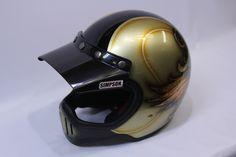 ヘルメットのペイントが出来上がりました! ベースカラーはシャンパンゴールド。 デザインはお客様の誕生月の『5』をメイン...