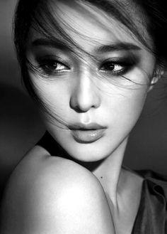 Fan Bingbing,范冰冰 Chinese model and actress Fan Bingbing, Foto Portrait, Female Portrait, Portrait Photography, Makeup Photography, Photography Ideas, Black And White Portraits, Black And White Photography, Asian Woman