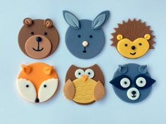 Woodlands Dessert Ideas: Fox Cookies, Bear Cakes and More! Woodlands Dessert Ideas: Fox Cookies, Bear Cakes and More! Woodlands desserts and goodies are the icing on the cake of a good Woodlands party. I'm sharing fun ideas for Woodland desserts today. Woodland Party, Woodland Theme, Woodland Animals, Fondant Cupcakes, Fondant Toppers, Fox Cookies, Cupcake Cookies, Leaf Cookies, Animal Cupcakes