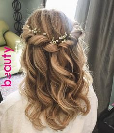 Prom hair, bridesmaid hair ve hair styles. Prom Hairstyles For Long Hair, Flower Girl Hairstyles, Down Hairstyles, Hairstyle Wedding, Updo Hairstyle, Curled Hairstyles For Medium Hair, Hairstyle Ideas, African Hairstyles, Clubbing Hairstyles
