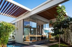 Image 1 of 41 from gallery of Sliding Pergolas House / FGMF Arquitetos. Photograph by Rafaela Netto