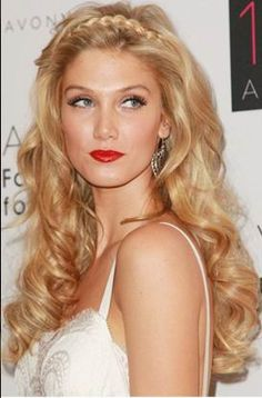 Grecian-inspired hairstyle..... I'm thinking prom :)