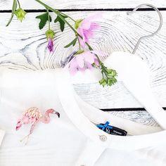 Продолжаю спамить фламинго, но в работе уже другие птички🕊🙈😅 Всем отличного начала недели! Не то что у меня понедельничек начался со Всемирного потопа😅. #polalab #handmade  #brooch #embroidery #embroideryart #laceembroidery #вышивка #вышивальныйманьяк #вышивкагладью #объемнаявышивка  #брошьручнойработы #брошка #russiandesigners #birdproject #фламинго #flamingo #mysolutionforlife