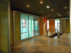 Mamparas de oficina - suelos técnicos Industrial, Windows, Office Furniture, Offices, Flooring, Industrial Music, Ramen, Window