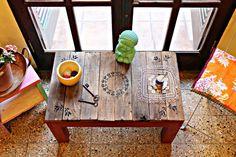 Mesita matera- ratona-de juegos que se fue para lo de MAIA Y LA PEQUEÑA LUANA <3 Toda reciclada; con madera recuperada de construcción y pallet!
