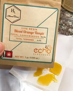 The Blood Orange Tangie from @echoelectuary sold me on name alone. Blood Orange is a rare purple hued Tangie pheno from @crockett420, the flower has been winning awards as a candied citrus scented powerhouse with eye-catching bag appeal. For a live resin, it has everything I look for. Mouth coating complex flavors with a taste of what the living plant had to offer. The extract on its own smells like navel oranges, syrupy canned peaches, your hands after you eat a dozen peak-season satsumas…