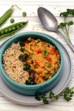 Curry de lentilles corail aux petits-pois, poivron et lait de coco.
