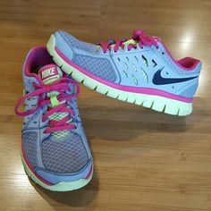 Nike Flex Running shoe size 9 NIKE Flex 2013 Running Shoes in Wolf Grey/Volt Ice Vivid Pink/ Anthracite. Awesome shoes. Gently worn. Size 9. Nike Shoes Athletic Shoes