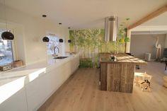 Love this kitchen ♥ Roomy, spaceious and a gorgeous, nordic lookin table ♥ Inn N Out, Hygge, Kitchen Island, New Homes, House Ideas, Bathtub, Loft, Interior Design, Bathroom