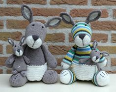 Crochet kangaroos by Stip & HAAK. (Pattern available to purchase).