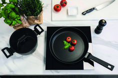 De kookpan heeft een vijflagige antikleeflaag en is krasbestendig, hierdoor heeft de pan een langere levensduur. Ook is de pan vlekbestendig en heeft die twee roestvrijstalen schijven omsluiten de aluminium behuizing, zodat de pan niet uitzet of vervormt. Dankzij de vijf lagen zorgt de pan voor een snelle en gelijkmatige verwarming van je gerechten. Titanic, Products, Gadget