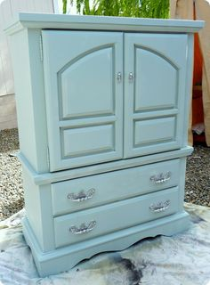 from drab to FAB!  Great ideas for those who get outdated hand-me-down furniture from the 'rents.